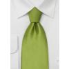 limegrønt silkeslips og hvid skjorte