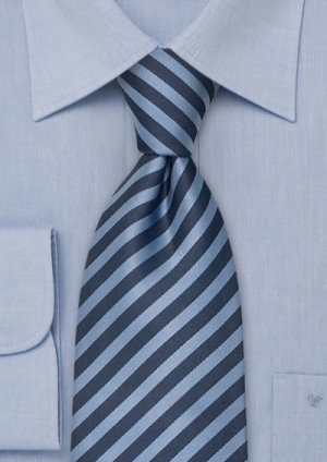 Silkeslips i blå nuancer, stribet