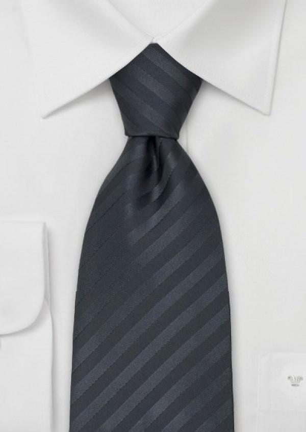 Flot mørkegråt silkeslips med striber