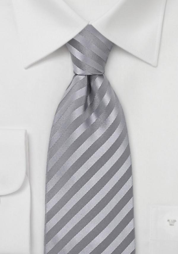 Silkeslips i grå nuancer med smarte striber