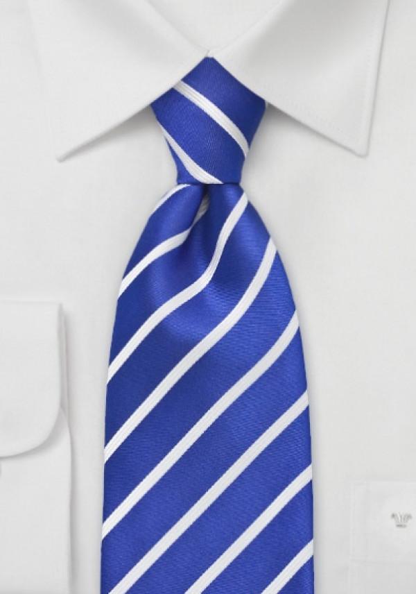 Stribet blåt silkeslips, hvidstribet